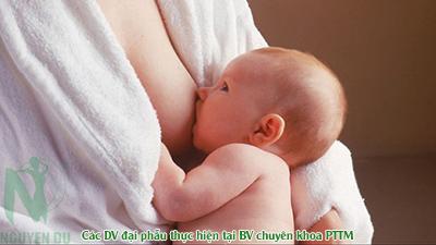 nâng ngực có ảnh hưởng đến sinh con không