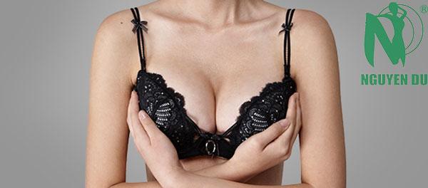 nâng ngực sa trệ